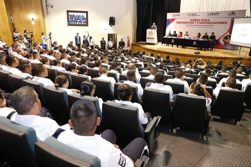 En esta ocasión, participan profesionales de la comunicación de Morelia, Uruapan, Zamora, Lázaro Cárdenas y municipios de la Tierra Caliente, quienes recibirán 48 horas de conocimientos prácticos y teóricos