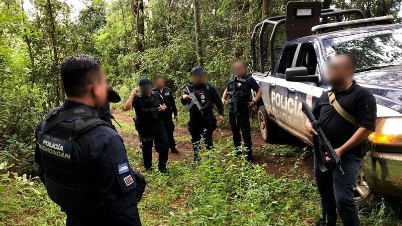 Los elementos de la Policía Michoacán, se mantienen en la zona donde han fijado un perímetro de búsqueda de más posibles implicados