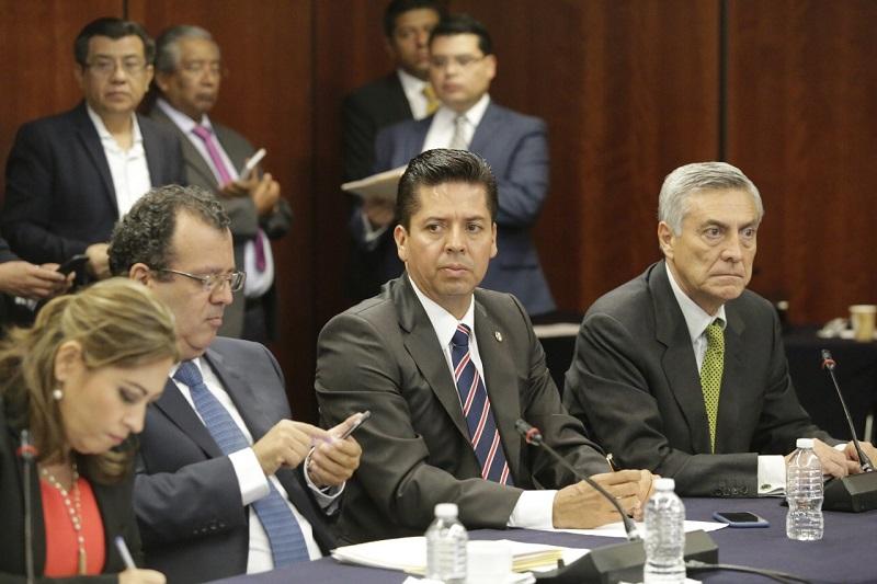 Tras sostener un encuentro con otros senadores y 10 rectores de universidades públicas, el político michoacano, reiteró la urgencia por encontrar soluciones definitivas