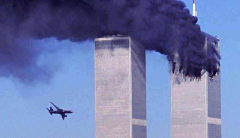 Las imágenes de los aviones comerciales impactando ambas torres, horrorizaron al mundo y significaron un duro golpe a Estados Unidos por parte del grupo terrorista Al-Qaeda, según la versión oficial