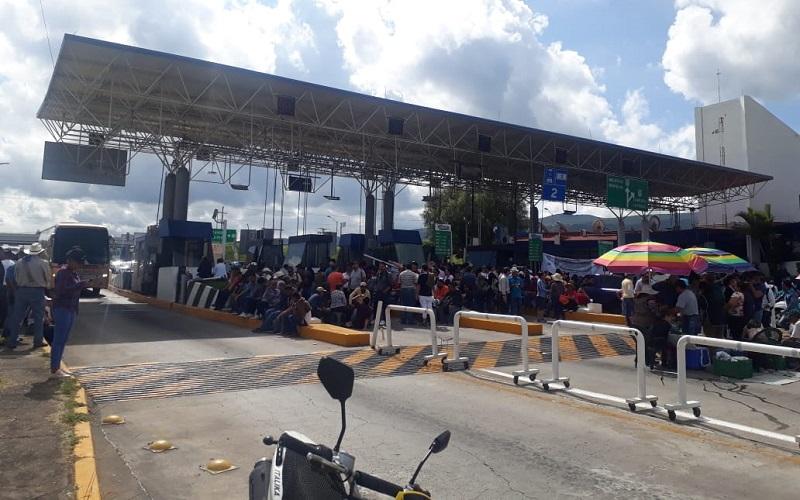Cabe recordar que este mismo martes la Sección XVIII de la CNTE comenzó un paro laboral de 48 horas, que incluyó la toma de casetas y para este miércoles el cierre de los principales accesos carreteros a la ciudad de Morelia