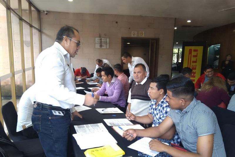 Gustavo Valenzuela, director de la Dirección del Empleo y titular del SNE Michoacán, indicó que las vacantes ofertadas por esta compañía dedicada a la fabricación de neumáticos, están sujetas al compromiso de brindar todas las prestaciones de ley y vivienda por un año para los trabajadores