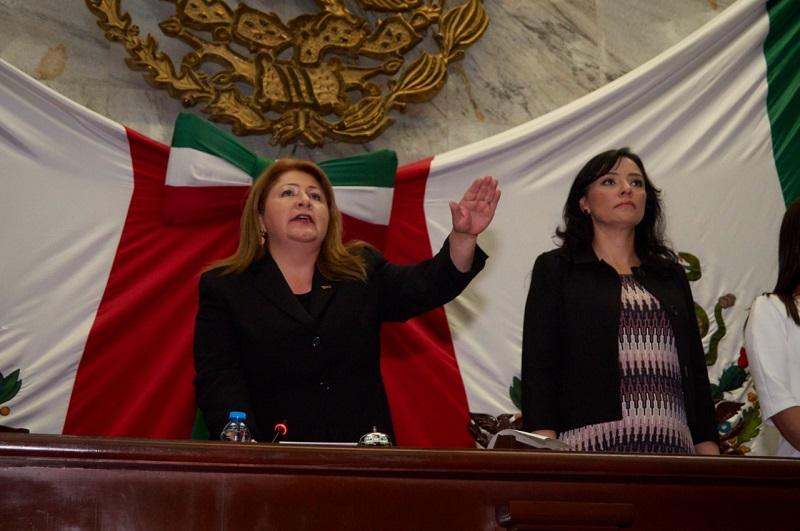 Inmediatamente la diputada Brenda Fraga del PT pidió un receso indefinido hasta conocer la resolución del el Tribunal Electoral del Poder Judicial de la Federación