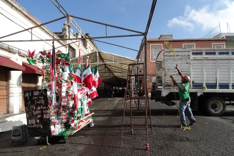 Ya instalan puestos semifijos en el Centro de Morelia por fiestas patrias