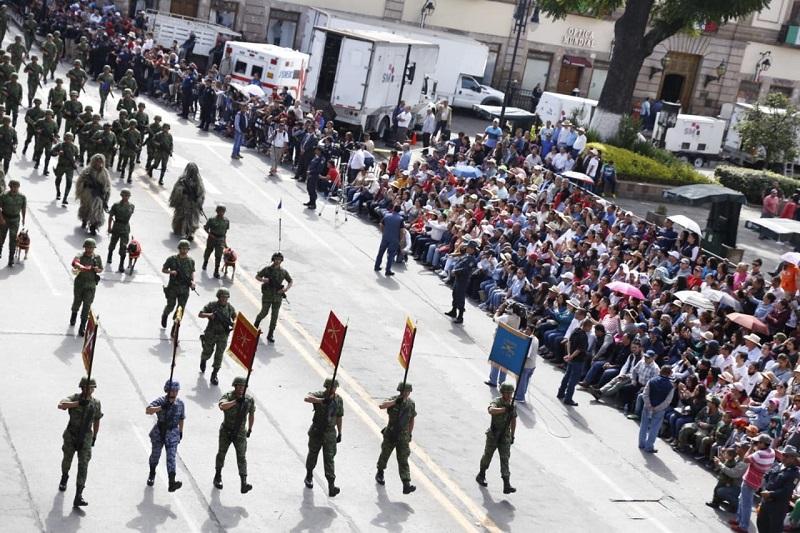 Con una alta participación ciudadana, el desfile culmina en saldo blanco y en un ambiente de alegría y convivencia