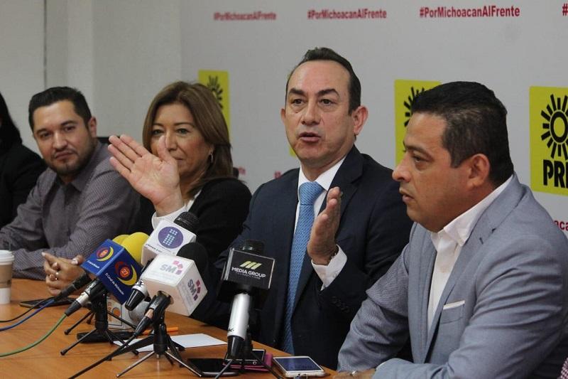 """""""Un recorte del 50 por ciento me parece bastante decoroso, mismo que podría ser aprovechado en programas de desarrollo social, o de otra índole como educativos"""": Soto Sánchez"""