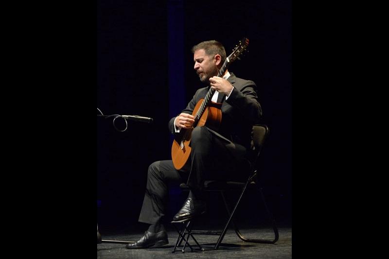El secretario de turismo municipal Roberto Monroy García asistió a la inauguración del XXVIII Festival Internacional de Guitarra de Morelia que se desarrollará del 17 al 21 de septiembre en la ciudad