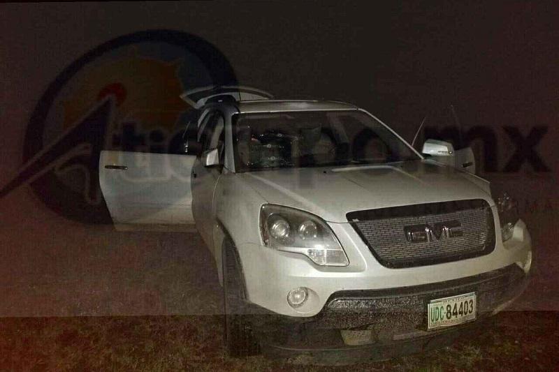 Fue alrededor de las 01:00 horas de la madrugada cuando personal de la Policía Michoacán se trasladó a la tenencia para realizar un operativo donde localizó la camioneta