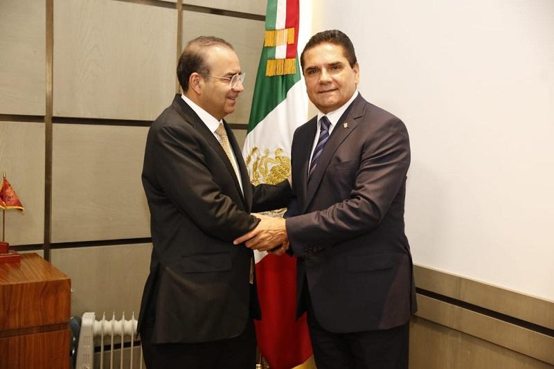 El mandatario michoacano compartió con el funcionario federal que este día firmó con gran parte de los alcaldes y alcaldesas del estado el Convenio de Coordinación para la Seguridad Publica Estado-Municipios