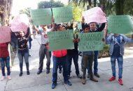 """La exigencia de los jóvenes se da, luego de que el dirigente estatal de Morena """"exigió"""" a través de un oficio al Rector, Medardo Serna González que reconsiderara la expulsión de los muchachos, escudándose en que fue una petición """"que le encargó"""" el presidente electo"""