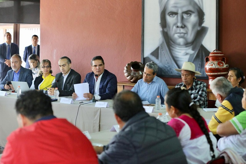 El mandatario estatal conoció de viva voz de quienes integran el Concejo Mayor y las funciones que tiene cada uno de los ocho consejos internos de organización