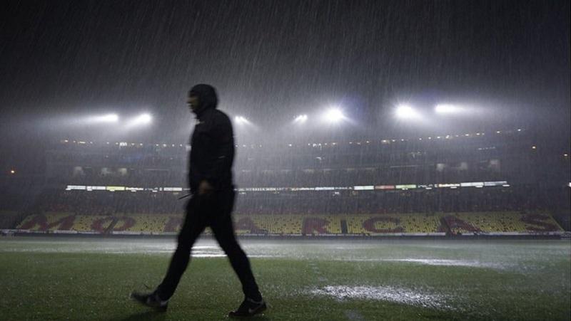 A seis minutos de finalizar el tiempo regular, el árbitro Roberto García Orozco decidió suspender el encuentro debido a la intensidad de la tormenta eléctrica en la zona del cerro del Quinceo donde se encuentra el Estadio Morelos (FOTO: IMAGO 7)