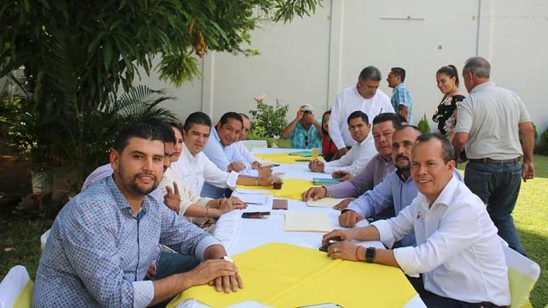 Octavio Ocampo expresó su respaldo de apoyar al progreso de estos municipios, así como también de todos los que conforman Distrito 18 de Huetamo, con el objetivo de que la población mejore sus condiciones de vida