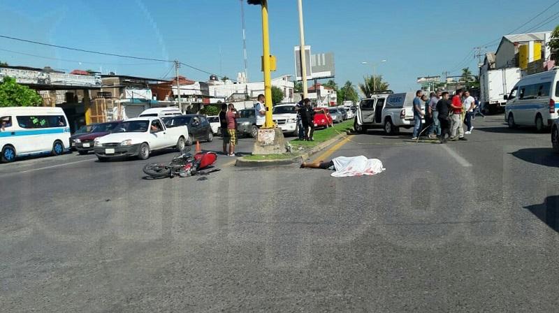 Al lugar acudieron paramédicos de Protección Civil Municipal, los cuales confirmaron la muerte de la persona debido a un traumatismo craneoencefálico
