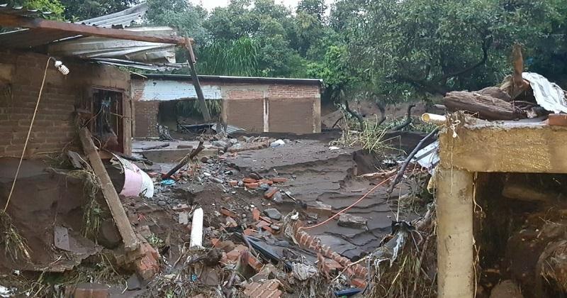 La orden del Jefe del Ejecutivo es atender con prontitud el daño que dejó a su paso el desbordamiento del Río Cutio en Peribán, derivado de la tromba que se presentó este domingo