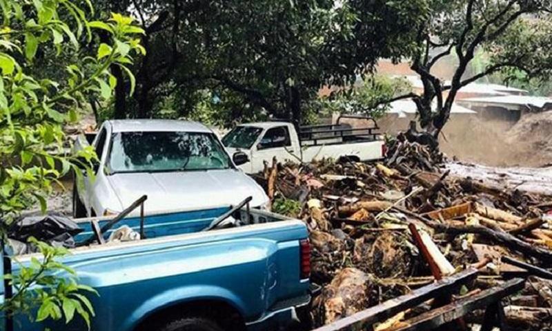 Reportes preliminares señalaron que al menos 20 viviendas presentan afectaciones debido a las inundaciones y el arrastre de lodo