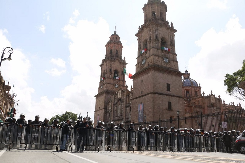 Tras entablar acuerdos los manifestantes se retiraron de la vialidad por la vía pacífica, mientras se mantiene presencia preventiva