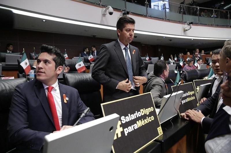 """""""Una gran responsabilidad, ya que en Michoacán por ejemplo, representa una de las tres actividades económicas con mayor peso"""", señaló el senador"""