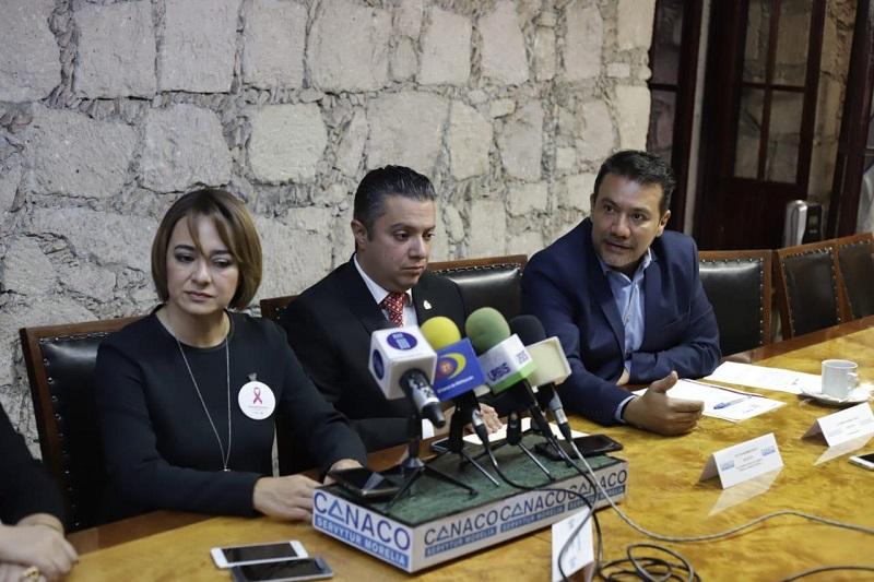 En rueda de prensa Roberto Monroy García secretario de Turismo municipal agradeció la invitación y el trabajo que realiza la CANACO SERVyTUR Morelia mediante su presidente Luis Navarro