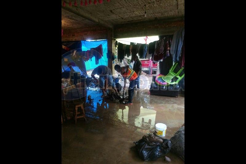 La comunidad más afectada fue Huancito, en donde 25 personas fueron evacuadas y refugiadas en un albergue, ya que sus viviendas se encuentran en riesgo