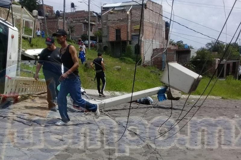 El lugar quedó resguardado por elementos de la Policía Michoacán mientras personal de la Fiscalía Regional realizaban las diligencias correspondientes para trasladar el cuerpo al Servicio Médico Forense