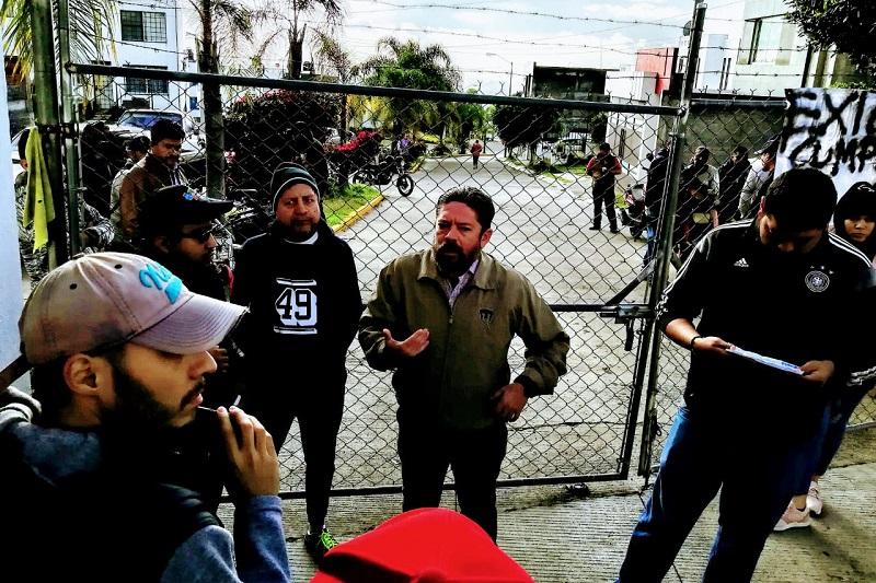 Los vecinos afectados detuvieron los trabajos de construcción en la zona, hasta que fueron atendidos por Florián Chávez, gerente de Gestión y Trámites, quien dijo llevará el pliego petitorio dentro de la empresa constructora