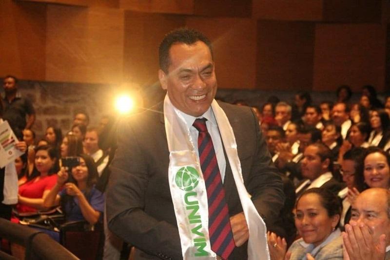 López Solís participó como como orador y egresado en la Ceremonia de Graduación de las Licenciaturas, Maestrías y Doctorado de la UNIVIM