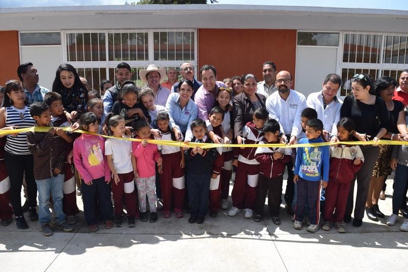 La directora general del IIFEEM, María Guadalupe Díaz Chagolla, indicó que en ambas obras se han invertido 5 millones 788 mil 744 pesos, todo con la finalidad de brindarles espacios adecuados a niñas y niños, así como al cuerpo docente
