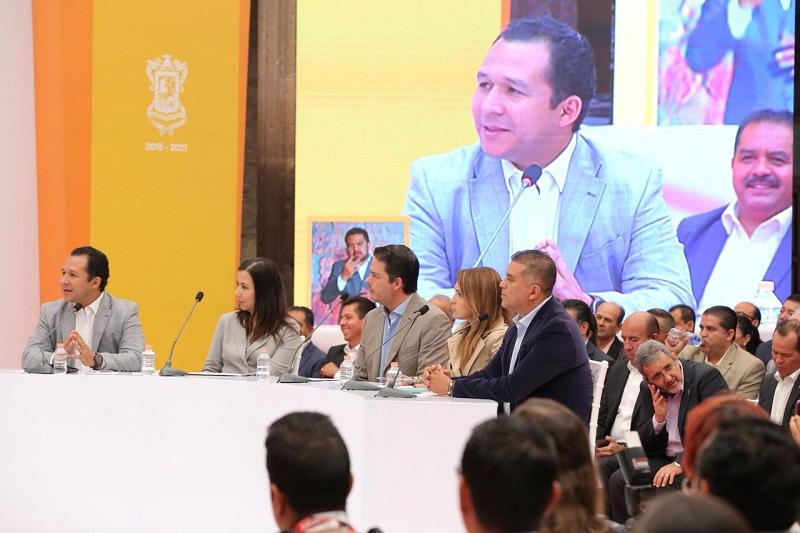 En respuesta a ello, el gobernador de Michoacán manifestó que, el capítulo de la participación ciudadana a través de las Mesas de Seguridad y Justicia ha sido en parte completado al instalar ya nueve de estos organismos que han coadyuvado a avanzar en la materia