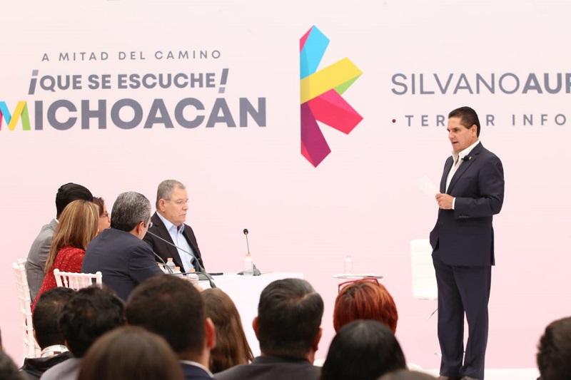 """""""No vamos a dejar sola a la (Universidad) Michoacana; vamos a salir bien este año y vamos a hacer todo lo posible por sacar a la Universidad del problema financiero que tiene, de manera estructural"""" pronunció el gobernador"""