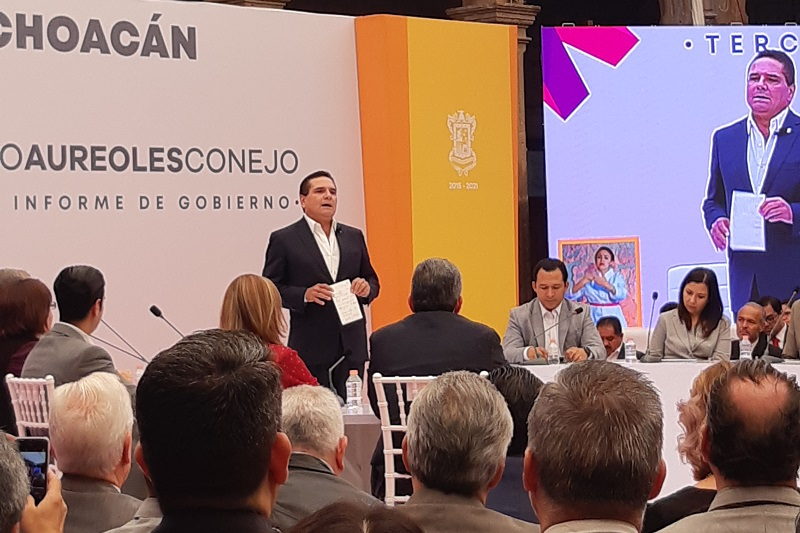 En el caso de Morelia, Aureoles Conejo hizo un llamado al alcalde Raúl Morón para que firme el Convenio de Coordinación, que dijo es la única forma en la que podemos hacer frente a la delincuencia