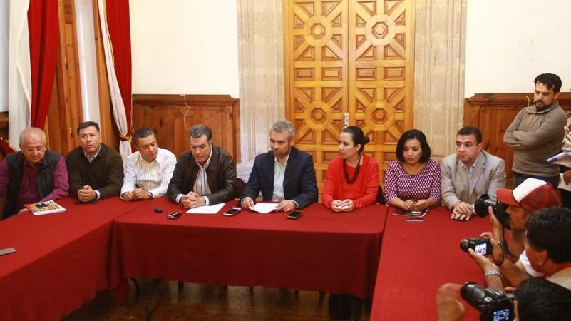 Encabezados por el Presidente del CCEEM, Agustín Arriaga Diez, líderes de diversos sectores empresariales entregaron de manera formal esta solicitud al Presidente de la Junta de Coordinación Política, Alfredo Ramírez Bedolla