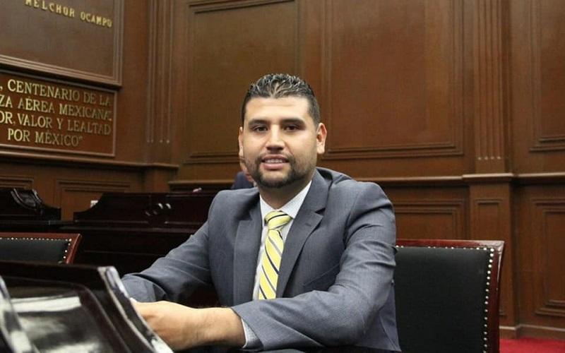 Tras los hechos ocurridos hace unos días en el municipio de Peribán, Ocampo Córdova puntualizó que no se debe ser indiferentes ante la tragedia que viven las familias de ese municipio