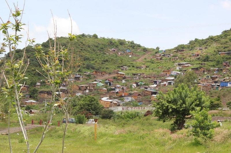 No es posible que el cerro del Quinceo se siga poblando por irresponsabilidad de personas que no les importa poner en riesgo a las familias a las que les venden una extensión de tierra que no es suya: Luna García