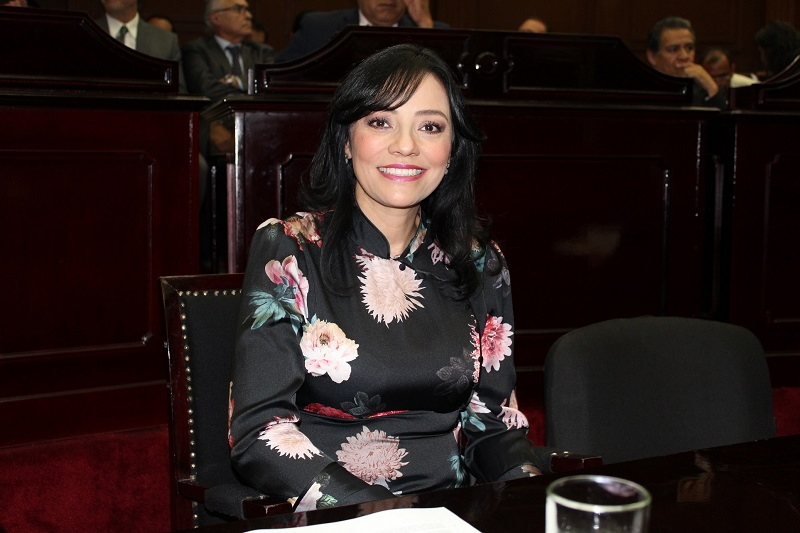 Adriana Hernández refrenda su compromiso para trabajar en beneficio de los michoacanos