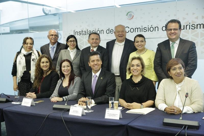 """""""Tenemos todo para ofrecer al turista una experiencia extraordinaria"""", comentó el senador michoacano luego de destacar la riqueza natural, histórica y cultural de nuestro país"""