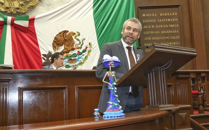 Alfredo Ramírez Bedolla expuso en sesión ordinaria de la LXXIV Legislatura que las Catrinas de Capula han sido plagiadas, no obstante que tienen certificada su denominación de origen
