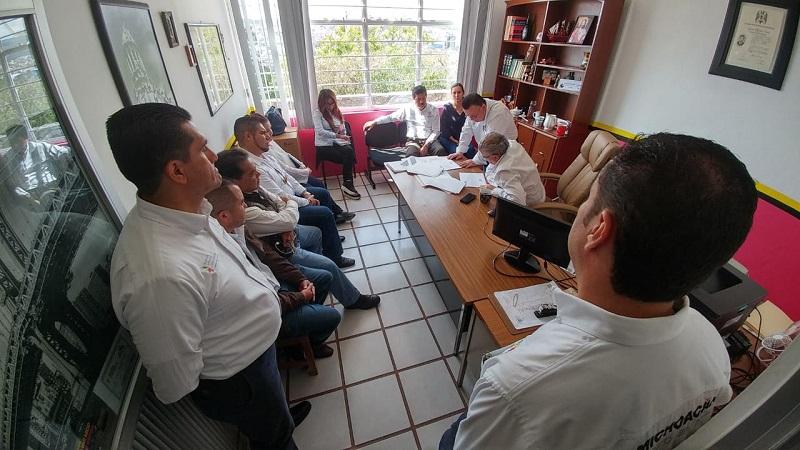 En la recepción a Maldonado Mendoza, el administrador en la región, Luis Manuel Arias Ayala, le entregó un reporte pormenorizado de las condiciones en que trabaja el personal estatal, destacando la insuficiencia de equipo de cómputo e insumos