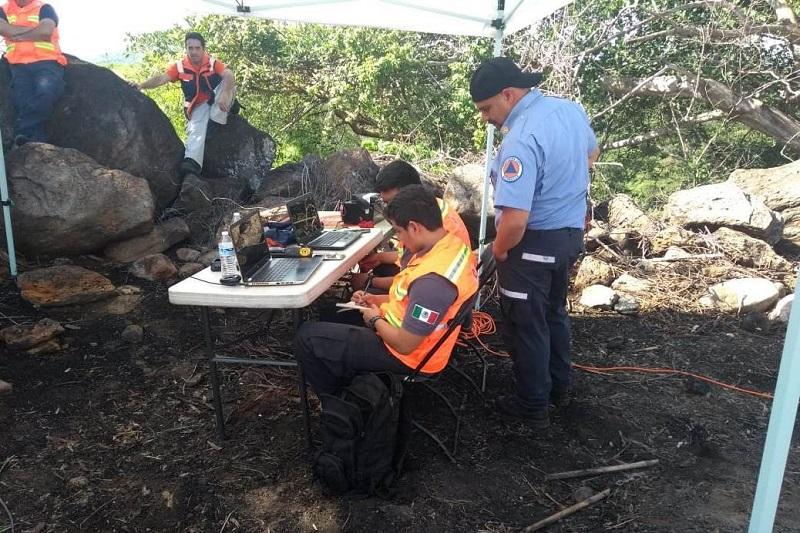 En cuanto a la labor de la Coordinación Estatal de Protección Civil, se informó que a la fecha se continúa con la búsqueda de los cuerpos de tres personas, que fueron arrastrados por el alud de agua y lodo