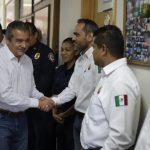 La mañana de este jueves el alcalde de la capital michoacana decidió visitar la única estación de bomberos que mantiene operaciones en la ciudad, para revisar sus condiciones del centro operativo