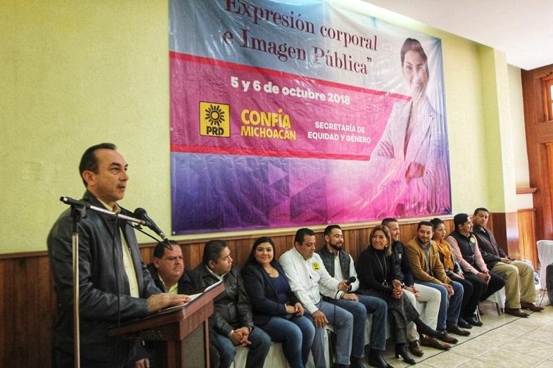 Soto Sánchez subrayó que las mujeres perredistas habrán de jugar un papel protagónico en el partido, y junto con la militancia debemos de erradicar todo tipo de violencia política