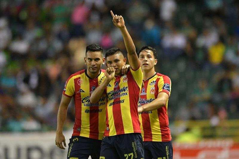 """Los goles de Monarcas fueron obra de Carlos Ferreira, a los 68 minutos, y Miguel Sansores puso cifras definitivas al 89. Por los """"panzas verdes"""" anotó Walter González al 83'"""