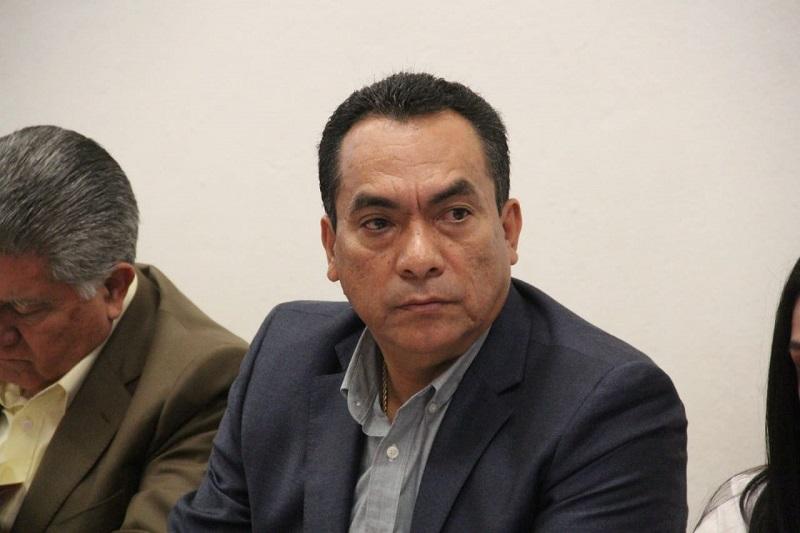 En otro tema, el coordinador parlamentario fue cuestionado sobre las declaraciones del presidente electo, Andrés Manuel López Obrador, en el sentido de que los diputados locales deben bajarse aún más el sueldo; López Solís respondió que tal vez el tabasqueño fue malinformado