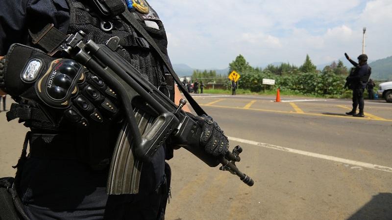 Por tierra, los uniformados patrullan y recorren las localidades y rancherías cercanas al lugar de los hechos