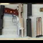 Entre lo asegurado hay un arma calibre .9mm con cargador y 27 cartuchos útiles, así como una pistola .45 con dos cargadores y 17 cartuchos