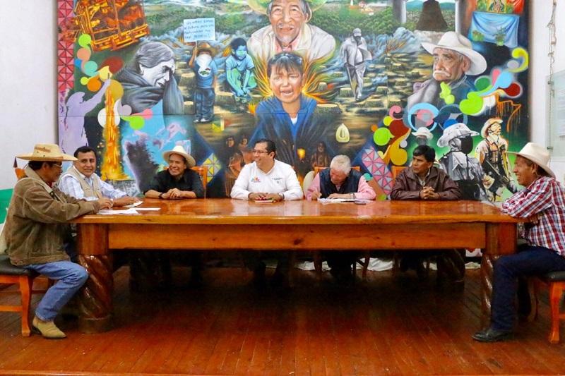 La instrucción del mandatario estatal, afirmó el funcionario, es dar todo el apoyo posible a estas comunidades a través de las distintas instituciones de gobierno, en un esfuerzo integral y coordinado