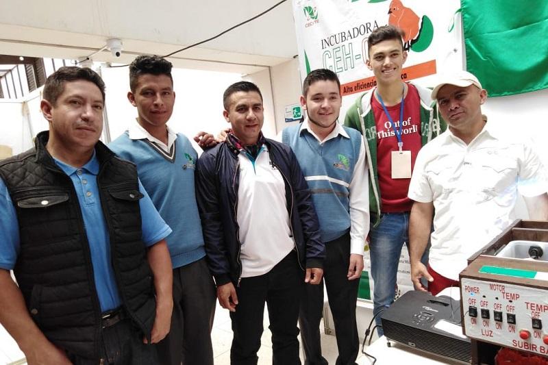 """Con un prototipo de incubadora tecnológica, los jóvenes representan a Michoacán y a México en el """"XV Encuentro Internacional de Semilleros de Investigación"""", que concluirá este domingo"""