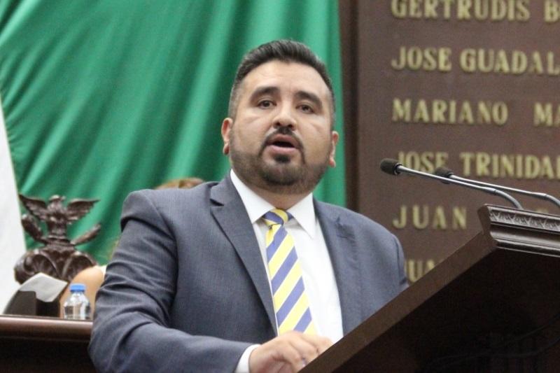 """""""Este derecho humano sólo está establecido en la Constitución de la Ciudad de México, por lo que es necesario que en Michoacán se legisle en la materia y se establezca que las personas de la entidad tengan este derecho"""", expresó Erik Juárez"""