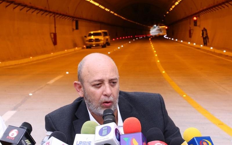 Desde hace varios días, el alcalde de Morelia, Raúl Morón, anunció que no recibiría la obra debido a que no se habían resarcido los diversos problemas que los vecinos de colonias como Ocolusen pidieron reparar antes de que se ponga en marcha la importante vialidad