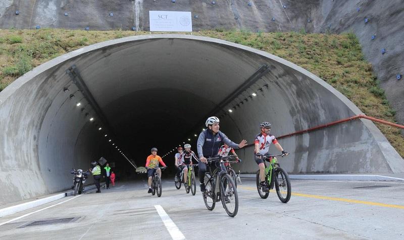 Acompañado por funcionarios, el mandatario estatal recorre el circuito del Libramiento en Morelia, rumbo al túnel del Ramal Camelinas